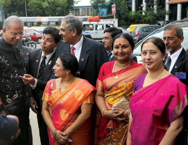 PRIP K R Ravindran and Vanathy being welcomed by DG Ananth, Girija Ananth, IPDG Nagesh and Uma Nagesh.