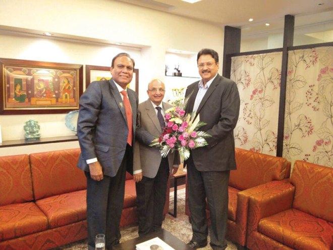 PRID Ashok Mahajan and DG (D 3141) Gopal Rai Mandhania felicitate AKS member Ajay Piramal.