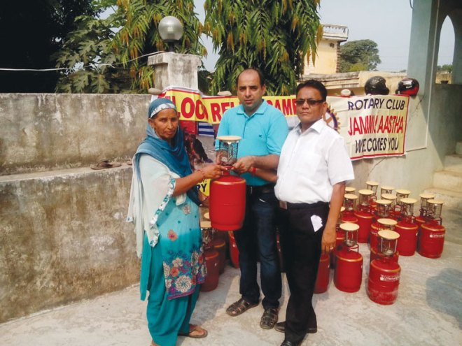 Rotary clubs provide support to the flood victims.