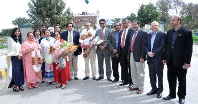 RID PT Prabhakar and Nalini with DGN Mir Arif Ali and Mahru, and other Pakistani Rotarians at Wagah Border.