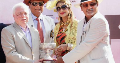 TRF Trustee Sushil Gupta handing over the cup to the winners of the horse race. DG Gopal Mandhania is also in the picture.
