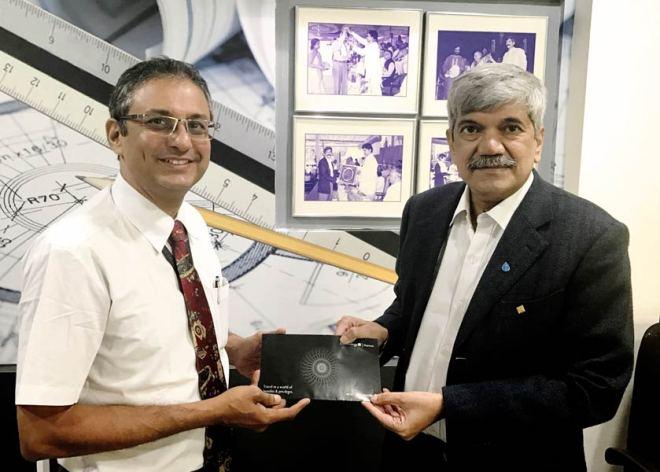 Jet Airways Area Manager Yezdi Marker (left) and RGR Ambassador Vinay Kulkarni after signing the MoU.