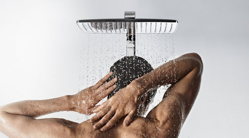 hg_raindance-select-showerpipe_showering-man-back_hudde_1154x650_rdax_730x411