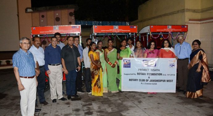 Rotarians of Jamshedpur West along with the beneficiaries