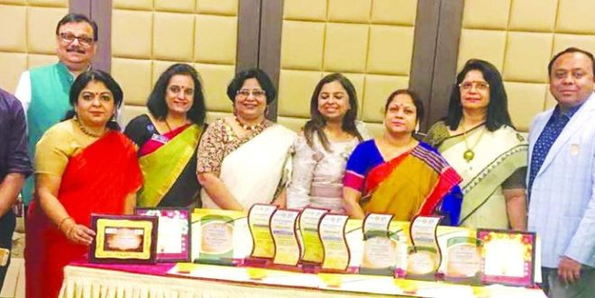 Members of RC Jamshedpur West with their awards.