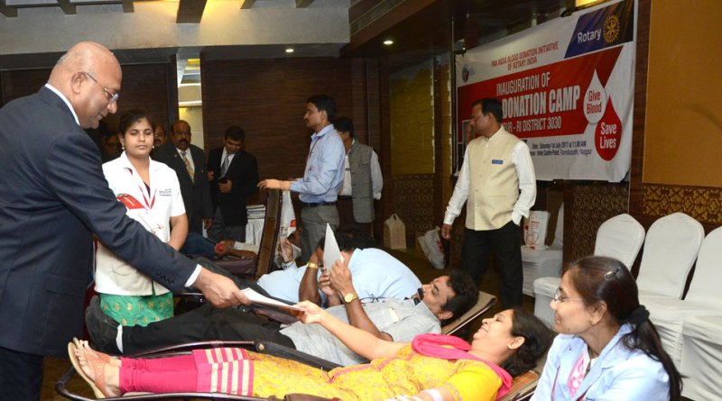 RID C Basker presents an appreciation certificate to blood donors at a camp in Nagpur.