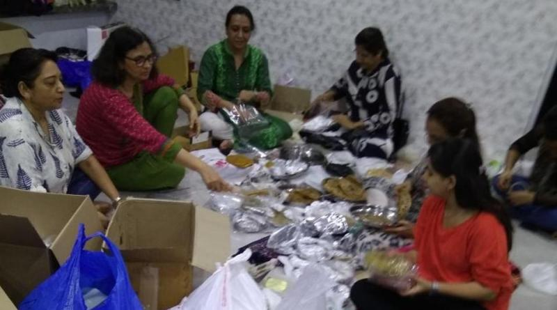 Members of Food Army sorting thepla packets at founder Rintu Rathod's house in Santacruz (West) on Wednesday. Photo: Hindustan Times