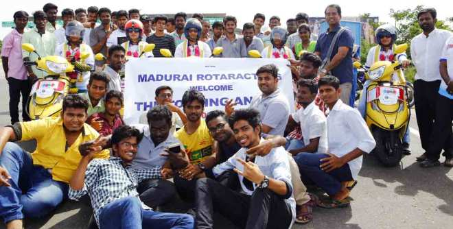 The rally team being greeted by Rotaractors at Madurai.