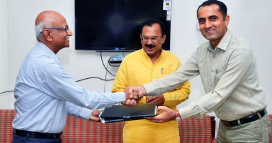 PDG Ratnesh Kashyap (left) and Joga Ram, the Commissioner SSA, Rajasthan, exchange MoUs in the presence of the State Education Minister Vasudev Devnani (centre).