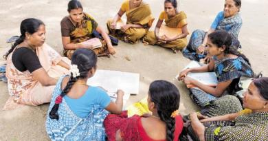 Members of a women's self-help group interact with social workers near Karur in Tamil Nadu. Photo: Alamy
