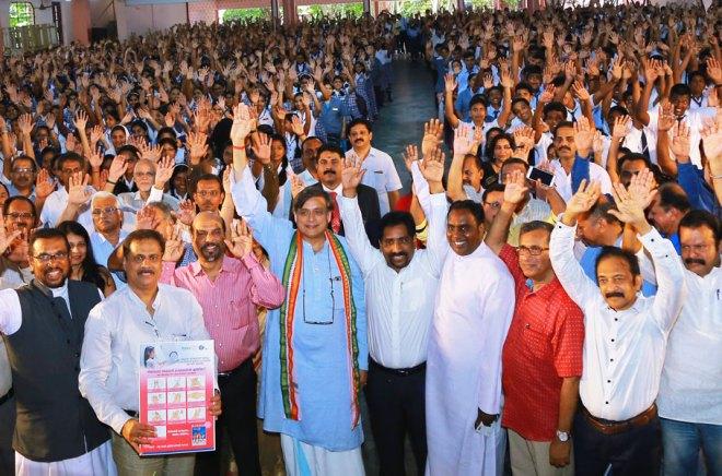 Chief Guest Shashi Tharoor (in blue) with (from L) District WinS Chair Mathew Verghese, DGN Shirish Kesavan, PDG R Reghunath and DG Suresh Mathew at the Sarvodhaya School, Thiruvananthapuram.