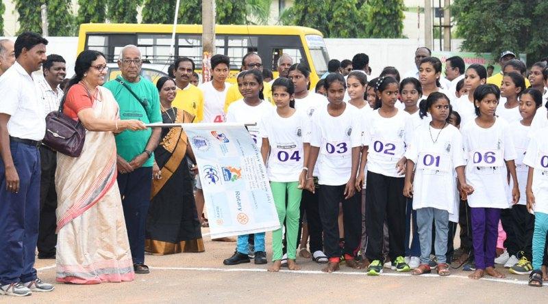 RC Madras Midtown President Usha Kumar flags off the Rotary Rural Run.