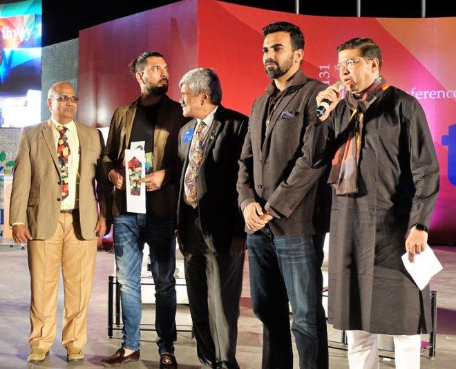 From L: PDG Subodh Joshi, Yuvraj Singh, PDG Vinay Kulkarni, Zaheer Khan and DG Abhay Gadgil.
