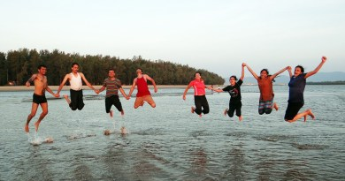 Beach-Jumping-Youngsters-Happy-People-Frolic-Happy-249242