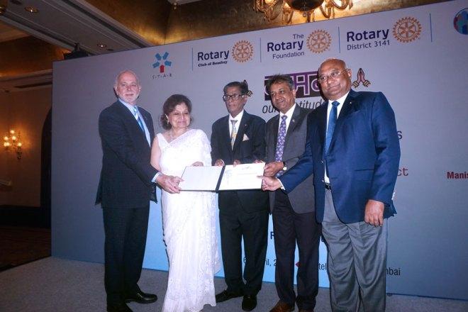 RIPE Barry Rassin (left) and RID C Basker (right), along with DG Prafull Sharma, felicitate AKS Member Arvind G Jolly and spouse Rashmi in Mumbai.
