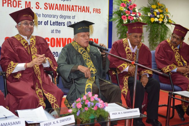 Prof M S Swaminathan delivering his acceptance speech. To his left is former Secretary of the Department of Science and Technology, Dr T Ramasami.