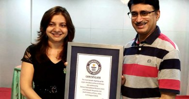 DG Shailesh Palekar and RC Pune Gandhi Bhavan President Amruta Deogaonkar with the Guinness Certificate.