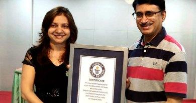 DG Shailesh Palekar and RC Pune Gandhi Bhavan President Amruta Deogaonkar with the Guinness Certificate.