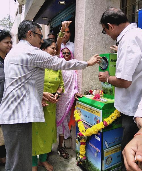 600---Rotary-installs-plastic-shredder-at-temple