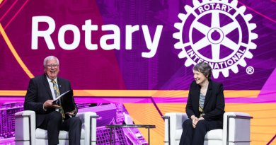 RI President (2017–18) Ian Riseley in conversation with former Prime Minister of New Zealand Helen Clark at the RI Convention in Toronto.
