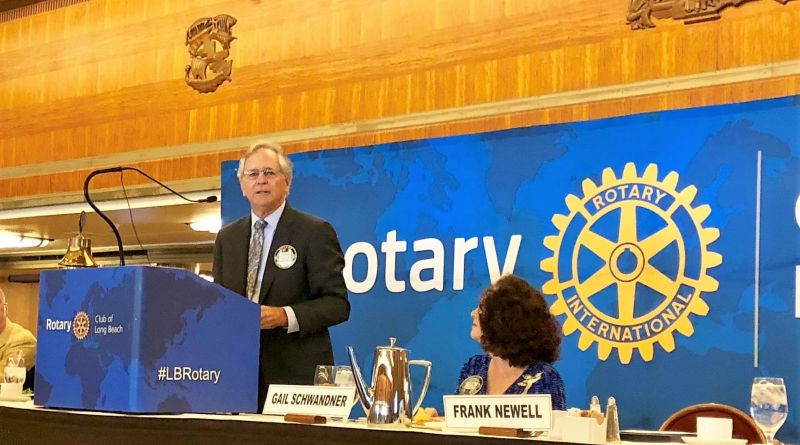 Rotarian Frank Newell talks about Long Beach Rotary's efforts while club president Gail Schwandner listens. Photo: Amy Orr, Gazette