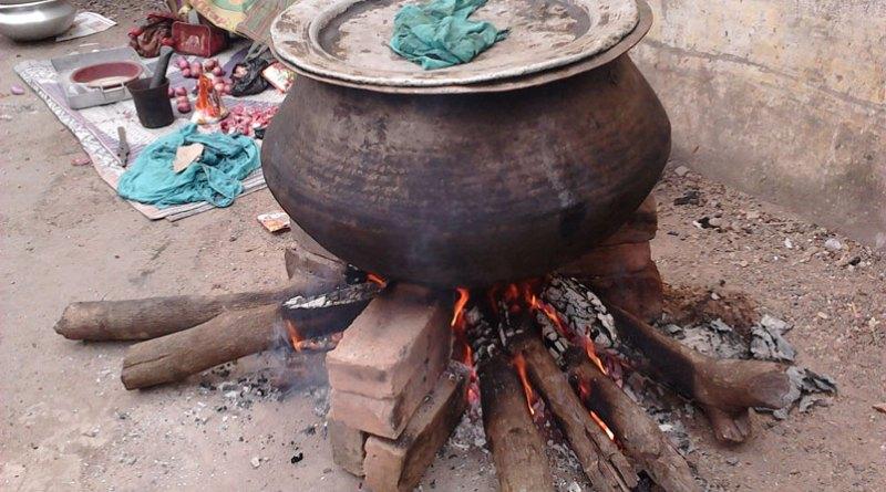 Biryani_Cooking_-_Bangal_Para_-_Howrah_2011-11-20_00847