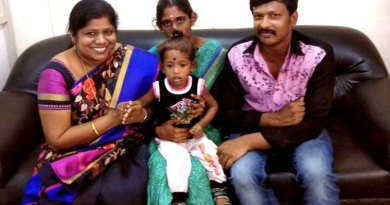 Little Pragadeeswaran with his parents and the Tebrau Heart Fund Project Chairman Ani Grace Kalaimathi (L).
