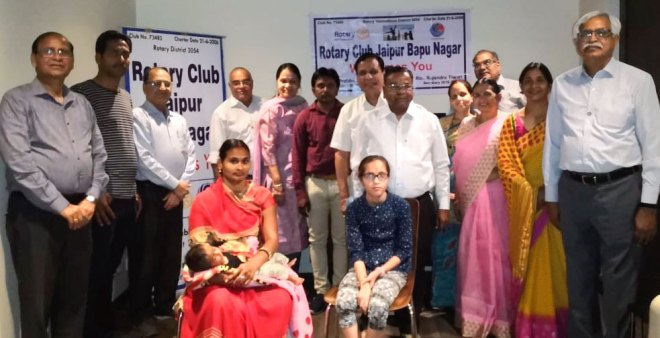 Narendra Mal Mathur (centre) with child patients and their families. Other club members including past president PC Sanghi, Club President Dr Prabha Luhadia and Secretary Rajendra Tiwari are also present.