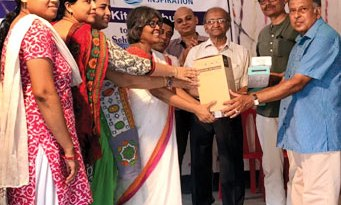 E-learning kits being ­presented to school authorities.