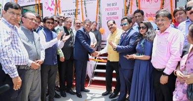 IPDG Subhash Jain hands over the keys of the Mammography van to P K Gupta, Vice Chancellor, Sharda University, in the presence of then Club President Naman Jain, Secretary Umang Gupta and other dignitaries.