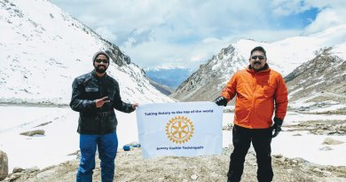 Rotarians Vivek Prasannan and Vinu Joseph of RC Cochin Technopolis at Leh.