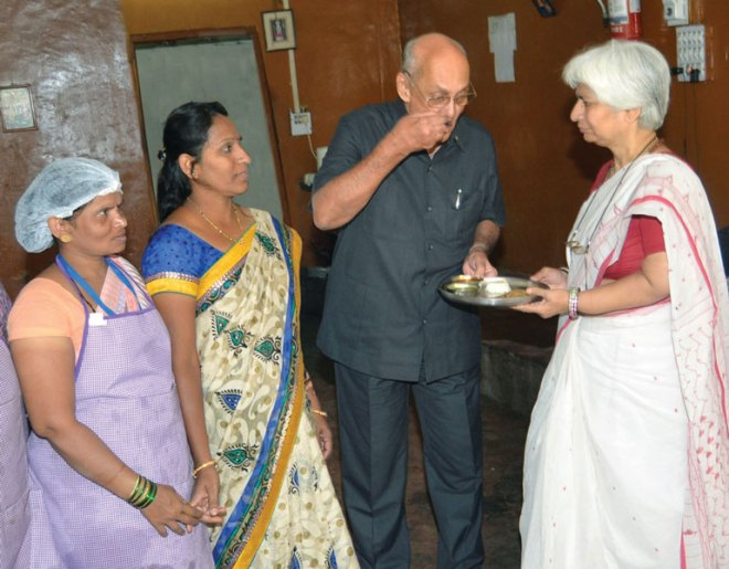 PRIP Kalyan Banerjee tasting the meal prepared at the Annapurna Yojana kitchen.