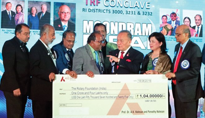 RID 2982 DG A K Natesan presenting his cheque for `1.04 crore to TRF Trustee Chair Gary Huang at the multi-district conclave. Also in the pic from L: PDGs (RID 2982) Dharmesh Patel, Vasu Rajaram, DG (RID 3232) G Chandramohan, District Secretary Ganapathy Suresh, Corinna Huang and TRF Trustee Gulam Vahanvaty.