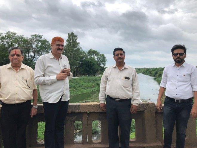 From L: PDGs Rajiv Pradhan, Deepak Pophale, RC Omerga President Vinod Devarkar and past president Nitin Hole.