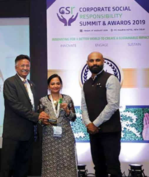 Head - TRF Sanjay Parmar and Senior ­Programme Associate Bhavna Verma receive the award from VP, Head of Communications - ­Corporate Affairs and CSR, Nissan India Abhishek Mahapatra.