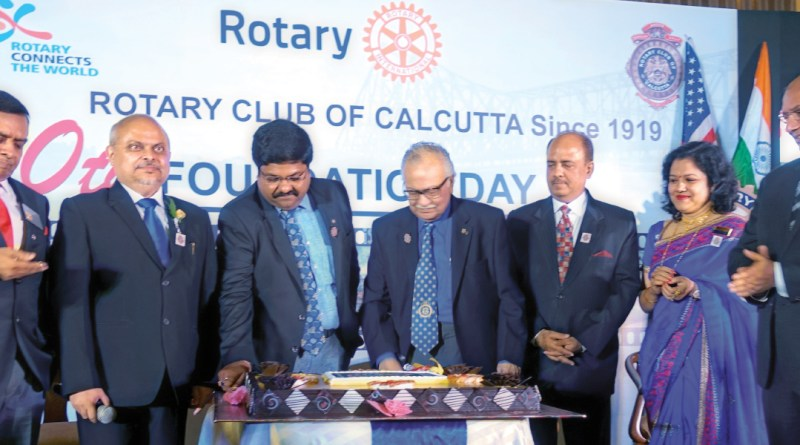 The youngest and oldest members of RC Calcutta cut a cake in the presence of (from L) DG Ajay Agarwal, Club President Purnendu Roy Choudhury, RIPN Shekhar Mehta, Club Secretary Anusua Das and RID Kamal Sanghvi.