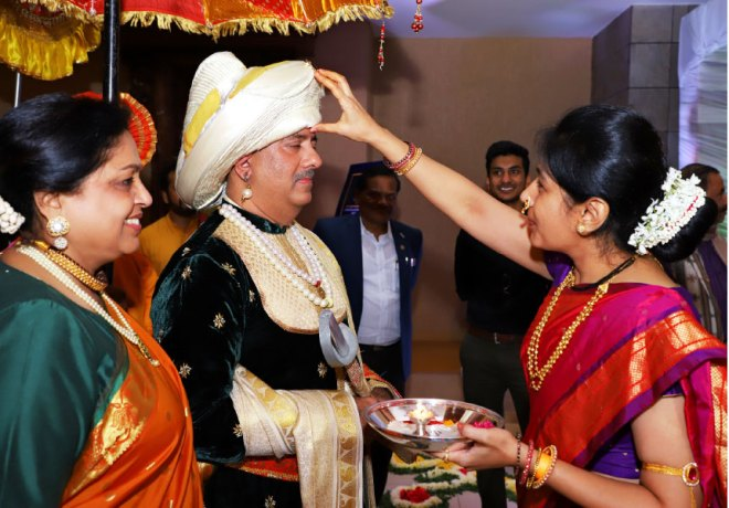 RIPN Mehta and Rashi being welcomed in Pune.