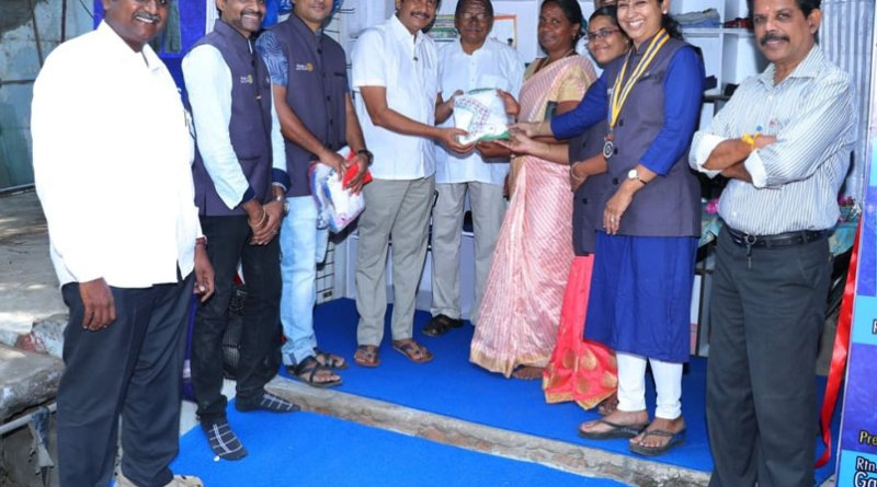 PDG E K Sagadhevan (fourth from L) inaugurating the project in the presence of Club President Gayathri Devi. PDG PM Sivashankaran (behind) is also in the picture.