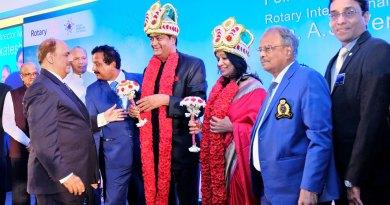 RIPN Shekhar Mehta felicitating RIDN A S Venkatesh and his wife Vinita in the presence of TRF Trustee Gulam Vahanvaty, Trustee Chair-elect K R Ravindran, District Secretary Ganapathy Suresh, DG G Chandramohan and DGE S Muthupalaniappan.