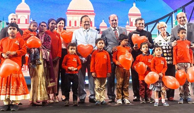 From R: RID Kamal Sanghvi, PDG Nancy Barbee, RID Bharat Pandya, RIPN Shekhar Mehta, Union Health Minister Harsh Vardhan, Rtn Sue Pagent and RIDE Valerie Wafer with polio survivors.