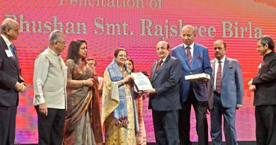 Rajashree Birla, Chairperson, Aditya Birla Foundation for Community Initiatives and Rural Development, receives the citation from PRID Ashok Mahajan in the presence of (from L) PDG Subhash Jain, TRF Trustee Gulam Vahanvaty, PRIP Rajendra Saboo, Rashi Mehta, TRF Chair-elect K R Ravindran, RIPN Shekhar Mehta, RIDs Bharat Pandya and Kamal Sanghvi.