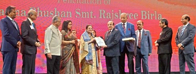 Rajashree Birla, Chairperson, Aditya Birla Foundation for Community Initiatives and Rural Development, receives the citation from PRID Ashok Mahajan in the presence of (from L) PDG Subhash Jain, TRF Trustee Gulam Vahanvaty, PRIP Rajendra Saboo, Rashi Mehta, TRF Chair-elect K R Ravindran, RIPN Shekhar Mehta, RIDs Bharat Pandya and Kamal Sanghvi.
