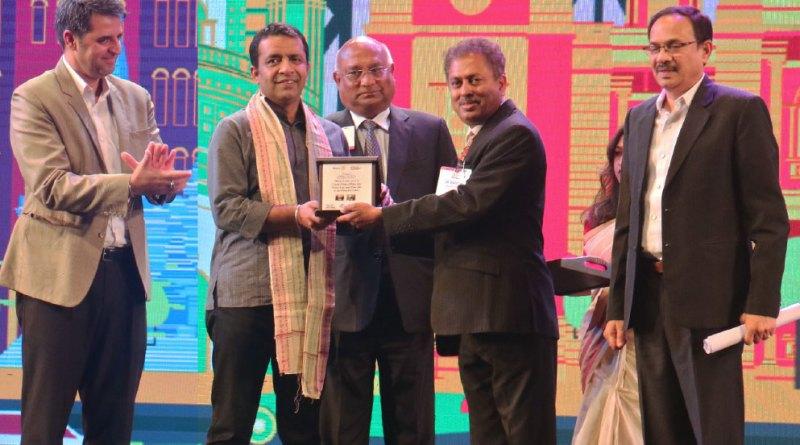 PRID C Basker and PDG Mahesh Kotbagi honour Anshu Gupta, Founder of the Goonj Foundation. Sundeep Talwar, CMO, Akshaya Patra (L) and PDG Jawahar Vadlamani (R) are also present.
