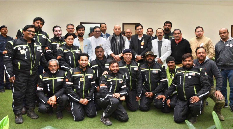 Participants of the Ride for Bharat ke Veer with Defence Minister Rajnath Singh (standing centre).