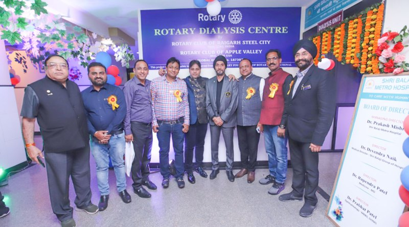 DG Ranjit Singh Saini (fourth from R) with Rotarians at the dialysis centre.