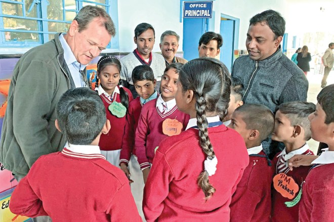 Meeting with the child cabinet at a school in Delhi.