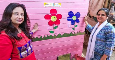 A fun experience painting the walls with children; RC Allahabad Midtown President Divya Bartaria (L) and Nidhi, wife of Rtn Shirish Agrawal.