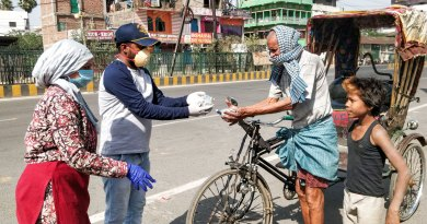 Members of RC Pataliputra, RID 3250, giving food to a rickshaw-puller.