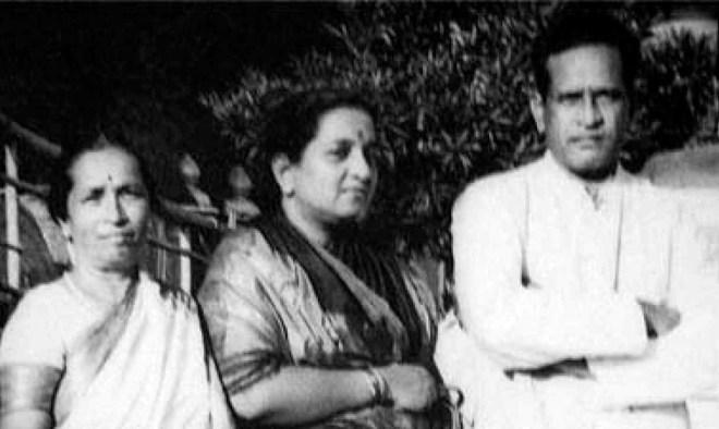 Pandit Bhimsen Joshi with wife Vatsalabai and Gangubai Hangal (L).