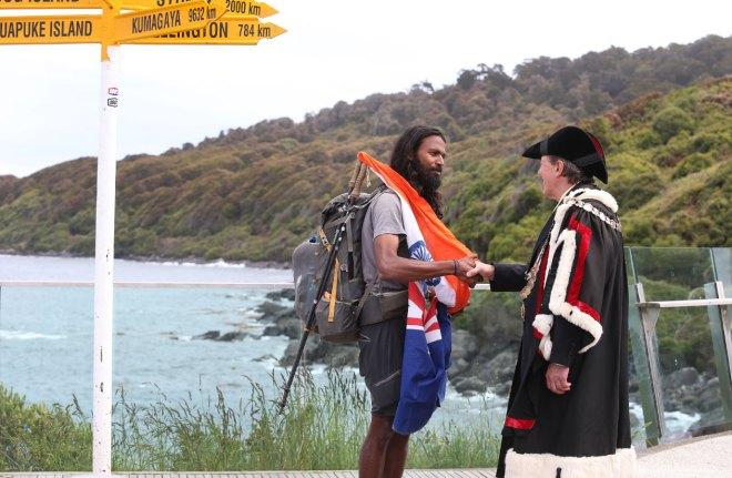 The Mayor of Invercargill greets Naresh Kumar during his 3,300km run across New Zealand.
